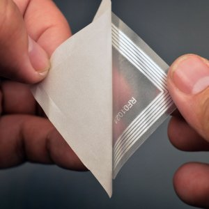 "NTAG216 – NFC Transparent Label (aka ""Wet Inlay"") (888 bytes)"